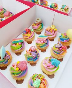 Yeay for Friday! Go enjoy a cupcake today everyone 💕! Candy Land Cupcakes, Kid Cupcakes, Rainbow Cupcakes, Themed Cupcakes, Cupcake Cakes, Candy Theme Birthday Party, 17 Birthday Cake, Candy Party, Candy Theme Cake