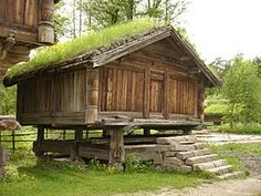 Norsk folkemuseum - Bur fra Nedre Nisi i Gransherad - Architecture of Norway - Wikipedia Trondheim, Scandinavian Cabin, Norway Design, Timber Buildings, Cabin Tent, Living Roofs, Cabins And Cottages, Log Cabins, Europe