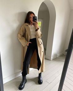 Follow our Pinterest Zaza_muse for more similar pictures :) Instagram: @zaza.muse | Style inspiration. Trench coat. Fall Fashion Trends, Fall Trends, Autumn Fashion, Fall Fashion Outfits, Mode Instagram, Instagram Outfits, Classy Outfits, Casual Outfits, Uni Outfits
