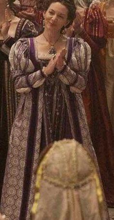 The purple Borgia dress! Finally found a pic yay! Joanne Whalley's Costumes Season 2 - The Borgias Fan Wiki Italian Renaissance Dress, Renaissance Fair Costume, Renaissance Fashion, Renaissance Clothing, Historical Clothing, Period Costumes, Movie Costumes, Borgia Series, Fan Wiki