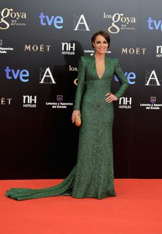 Paula Echevarría Hijab Dress, Dress Outfits, Fashion Dresses, Girls Party Wear, Red Carpet Gowns, Nice Dresses, Formal Dresses, Party Gowns, Green Dress