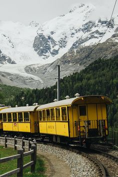 Classic train in Graubunden - Check more photos in our blogpost about the Engadin St. Moritz! -All the Places you will go