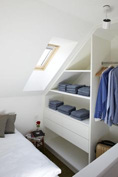 45 Small dressing rooms ideas: maximum comfort and minimum space Attic Apartment, Attic Rooms, Attic Spaces, Small Spaces, Attic Bathroom, Small Rooms, Bedroom Small, Trendy Bedroom, Master Bedroom