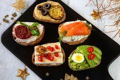 Variace na slavnostní párty jednohubky Portobello, Pina Colada, Naan, Tahini, Gnocchi, Bruschetta, Hummus, Red Velvet, Sushi