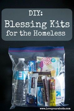 DIY: Blessing Kits for the homeless to have organized and ready in your car. DIY: Blessing Kits for the Homeless - keep them organized and ready in your car to hand out to those in need in your community Homeless Bags, Homeless Care Package, Homeless People, Kangoo Camper, Just In Case, Just For You, Blessing Bags, Small Acts Of Kindness, Kindness Matters