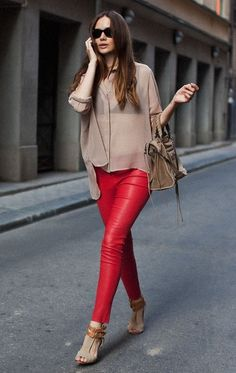 Skinny red hot pants + brown accessories and top
