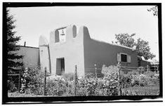 Padre Martinez images - Google Search Jose Martinez, Taos New Mexico, Pueblo Indians, Indian Homes, Flat Roof, Story House, Architecture, Baths, Outdoor