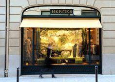 Rue Saint Honoré and its extension Rue du Faubourg Saint Honoré are unique in Paris: luxury boutiques and private mansions come one right after the other in this very chic atmosphere. https://www.facebook.com/pages/Royal-Magda-Etoile/321109251414169?sk=timeline