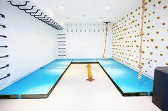 Kids Indoor Gym, Indoor Jungle Gym, Kids Gym, Indoor Playroom, Modern Playroom, Playroom Design, Indoor Monkey Bars, Indoor Climbing Wall, Rock Climbing Walls