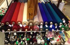 Tissus en polyester qui donnera de la couleur à vos créations automnales. Disponibles au rayon couture & haute couture de votre magasin Ellen Décoration.