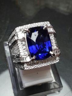 6.43ct vivid blue sapphire ceylon Men's Jewelry Rings, Coin Jewelry, Stone Jewelry, Jewellery, Sapphire Jewelry, Blue Sapphire Rings, Diamond Jewelry, Big Wedding Rings, Mens Gemstone Rings