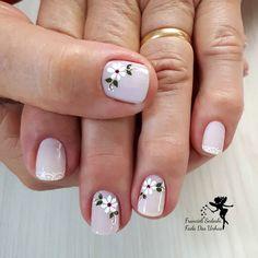 Like this nail fashion idea beauty kleuren kleuren Spring Nail Art, Spring Nails, Toe Nail Designs, Stylish Nails, Flower Nails, French Nails, Beauty Nails, Diy Beauty, Toe Nails