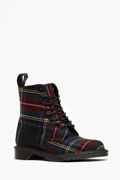 Beckett 8 Eye Boot. Plaid to be alive.