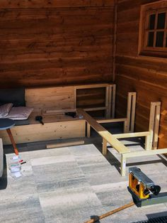 DIY houten Loungebank Backyard Landscaping, Landscape, Wood, House, Gardening, Furniture, Yard Ideas, Pallet, Home Decor