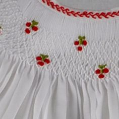 Lovely little cherries! Very pretty smocking Smocking Baby, Smocking Plates, Smocking Patterns, Fabric Patterns, Embroidery Patterns, Hand Embroidery, Sewing Patterns, Punto Smok, Sewing Crafts