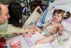 CHIRURGIE—Une équipe internationale de chirurgiens a réussi à greffer une trachée sur une enfant de deux ans. Il sagit dune première mondiale.Une équipe internationale de chirurgiens a greffé aux Etats-Unis une trachée-artère sur une petite Sud-Coréenne de deux ans.La petite fille est née sans t