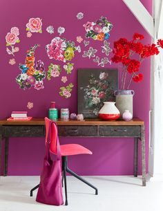 Barbara Groen - muurkkeur!  flower decals and bold colors