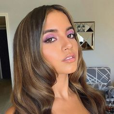 Being a beginner, makeup tips are necessary because it is a world waiting to be explored. Being a beginner at doing makeup can be really challenging. You tend to think about popular makeup stars and Petty Girl, Isabela Moner, Lipstick Designs, Latin Girls, Bad Girls Club, Spring Hairstyles, Makeup Tips For Beginners, Girls Makeup, Hair Inspo