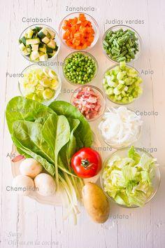 Fresh Rolls, Cantaloupe, Html, Bacon, Fruit, Ethnic Recipes, Food, Snap Peas, Lettuce
