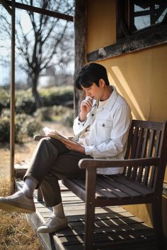 Gong Yoo captures the warmth of spring with 'Epigram' Busan, Korean Men, Korean Actors, Asian Actors, Nam Joo Hyuk Wallpaper, Goblin Korean Drama, Goblin Gong Yoo, Yoo Gong, Goong