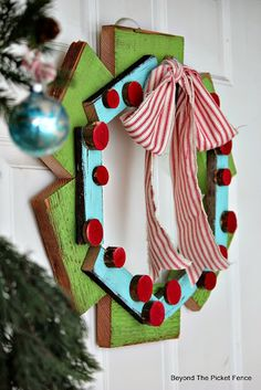 Christmas Wreath, http://bec4-beyondthepicketfence.blogspot.com/2015/10/its-beginning-to-look-lot-like.html