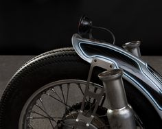 Awesome flip fender and fancy brackets.