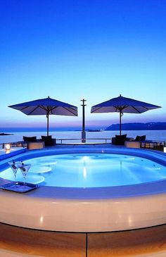 Expensive Food and Quality Taste Luxury Getaway Next to the Ocean I don't even have to explain. Reminds me of Miami but with a Luxury Twist Luxury Private Jets, Charter Boat, Yacht For Sale, Tumblr, Beach Scenes, Luxury Holidays, Once In A Lifetime, Perfect World, Luxury Yachts