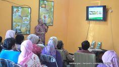 Kasie Yantek dan Jaslit Balitjestro Dr.Ir. Harwanto,M.Si menyampaikan profil Balitjestro kepada peserta seminar perhorti
