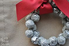 Glittered jingle bells tutorial.