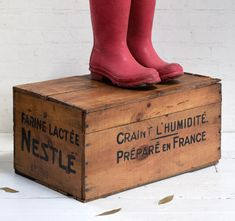 #milk #vintagecrate #nestlé #powderedmilk #antiques