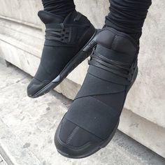 Obenrum eine Vintage Arbeiterjacke mit 5-Panel-Cap und untenrum eine verkürzte Wollhose mit Brogue-Schuhen. Shop the Look: http://sturbock.me/yqg