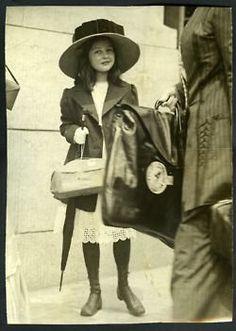 La moda que se usó durante el Titanic en 20 fotografías 8 Vintage Pictures, Old Pictures, Vintage Images, Old Photos, Belle Epoque, Edwardian Era, Edwardian Fashion, Vintage Fashion, Vintage Girls