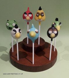 Angry Birds, cakepops cake, pops, red, green, white, brown, yellow, blue, http://www.facebook.com/welcometreats