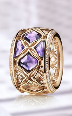 18-carat rose gold is crafted with the same exquisite intricacy as lace.