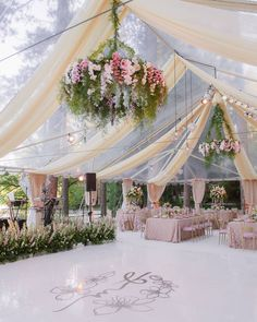 This wedding decor is simply amazing! ✨ Who is inspired? Comment what you think. Destination Wedding Decor, Tent Wedding, Luxury Wedding, Wedding Ceremony, Wedding Planner, Wedding Venues, Dream Wedding, Wedding Day, Wedding Bride