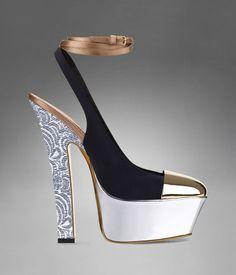 Sandalias de punta de metal, Yves Saint Laurent