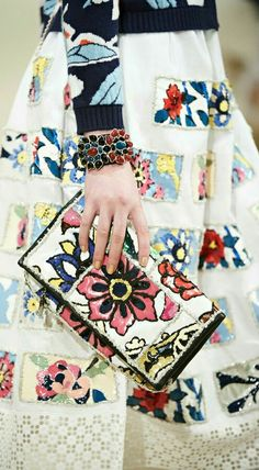 Chanel Cruise 2015 #details #floral
