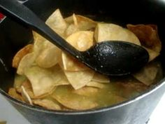 Receta de los chilaquiles verdes comida mexicana - One of our faves in the M house :-)