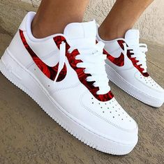 30 beautiful Nike shoes and nekars - fashion and travel loggers - Fashion - shoes Cute Nike Shoes, Cute Sneakers, Shoes Sneakers, Nike Custom Shoes, Green Sneakers, Sneakers Adidas, Girls Sneakers, Women's Shoes, Jordan Shoes Girls