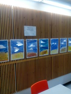 Rantasalmen koulukeskuksessa  2 /lk oppilaat kera Sanna  Open kanssa tekivät taideteokset  Lokit muuttavat.Upea seinämä katsella ja varmaan myös lapsistakin nähdä oma ihana työ.