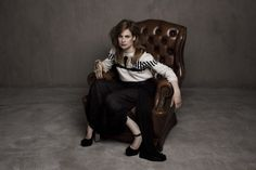 Christine and the Queens PoseMag Photographe : Pauline Darley Assistante : Phany Fauvet Make up : Sess de MademoiselleMu Coiffure : Steven Laudat Stylisme : Cécile Reaubourg / Trouvailles Chic Thea Queen, Christina And The Queens, Vanity Fair, Big Crush, Girl Pictures, Celebs, Singer, Photoshoot, Couples