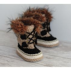 """With this pattern by Inventorium you will lear how to knit a """"Summit Snowboots"""" Intrepid Boots PATTERN step by step. It is an easy tutorial about winter to knit with crochet or tricot. Crochet Boots Pattern, Crochet Shoes, Crochet Slippers, Crochet Patterns, Crochet Ideas, Crochet Projects, Knitting Patterns, Crochet For Boys, Cute Crochet"""