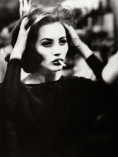 "hepburnincouture: "" Christy Turlington in ""Belladonna"" photograohed by Ellen von Unwerth, Vogue Italia February 1990 "" Ellen Von Unwerth, Christy Turlington, Grunge Style, Black Grunge, Women Smoking, Girl Smoking, Marla Singer, Grunge Hair, Estilo Grunge"