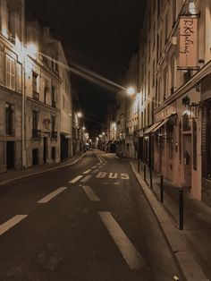 ITAP of an empty street in Paris at night. Night Aesthetic, City Aesthetic, Brown Aesthetic, Retro Aesthetic, Aesthetic Photo, Aesthetic Pictures, Paris At Night, Night City, Nature Architecture