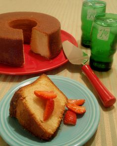 Classic 7 UP Pound Cake recipe from Grandma's Cookbook of kitchen-tested recipes. Just Desserts, Delicious Desserts, Dessert Recipes, Yummy Food, Dessert Ideas, Yummy Yummy, 7up Pound Cake, Pound Cake Recipes, Pound Cakes