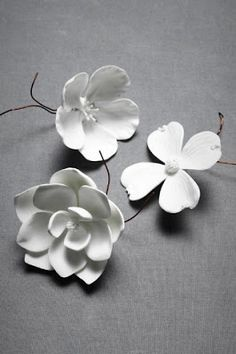 These porcelain flowers remind me of the white clay flowers I've done for decorative accents Flower Crafts, Diy Flowers, Paper Flowers, Real Flowers, White Flowers, Sugar Flowers, Faux Flowers, Pretty Flowers, Polymer Clay Flowers