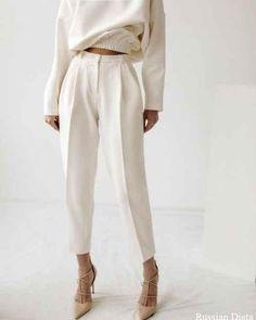 FALL Einfarbiger Herbst-Look - Faltenhose und Pullover The Power of Jewelry Article Body: History se Mode Outfits, Casual Outfits, Fashion Outfits, Womens Fashion, Fashion Trends, Petite Fashion, Fashion Tips, Fashion Pants, Woman Outfits