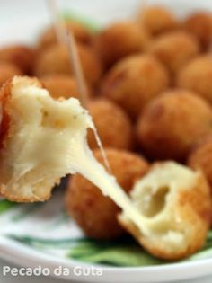 Bolinha de Queijo com Massa de Batata (One of my favorites Brazilian Appetizers: Cheese Balls! These are made with Potato Dough and stuffet with a lot of Mozzarella, of course! Savoury Finger Food, Savory Snacks, Appetizers For Party, Appetizer Recipes, Good Food, Yummy Food, Salty Foods, Cooking Recipes, Healthy Recipes