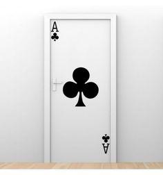 Vinilo barato decorativo As de tréboles de la baraja de poker, ideal para convertir una puerta en una original carta de poker