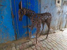 Handwerkskunst in den Gassen von Essaouira an der Atlantikküste in Marokko Marrakech, Giraffe, Animals, Morocco, Road Trip Destinations, Nature, Kunst, Animaux, Animales